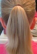 детская прическа Пучок из косы с локонами пошагово, фото 1
