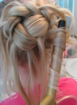 детская прическа Пучок из косы с локонами пошагово, фото 4