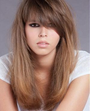 длинные волосы со слоистой челкой