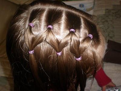 прическа для девочки из хвостиков и косичек, фото 2