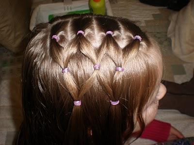 прическа для девочки из хвостиков и косичек, фото 3