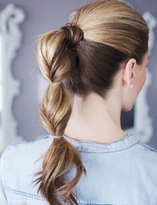 прическа для средних волос - хвост с резинками